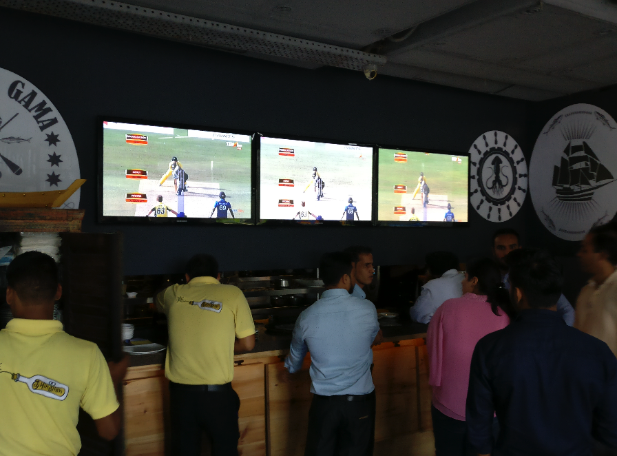 LIVE Cricket at Cafe Hinglish